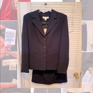 Casual Corner 2-piece navy Suit